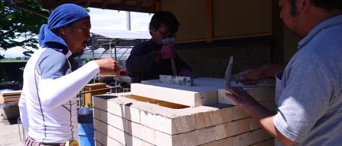 ピザ窯作りで職人技を披露②ー小室建設株式会社